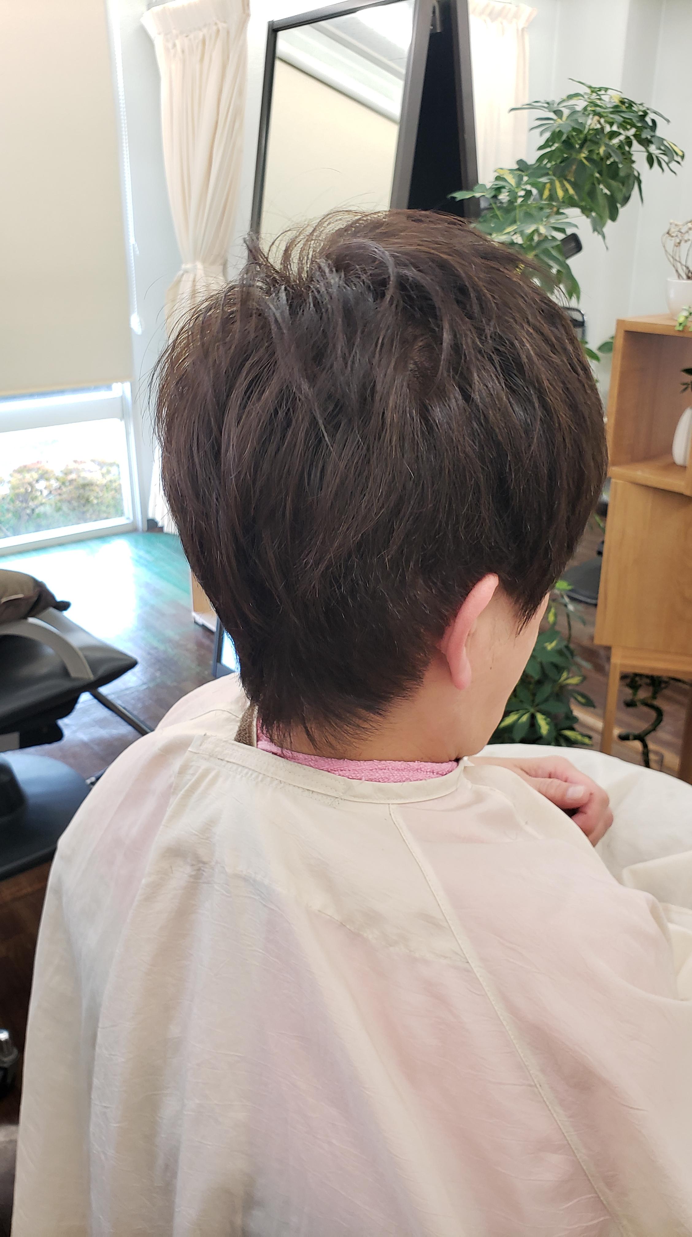 広がる髪がおさまるキュビズムカット