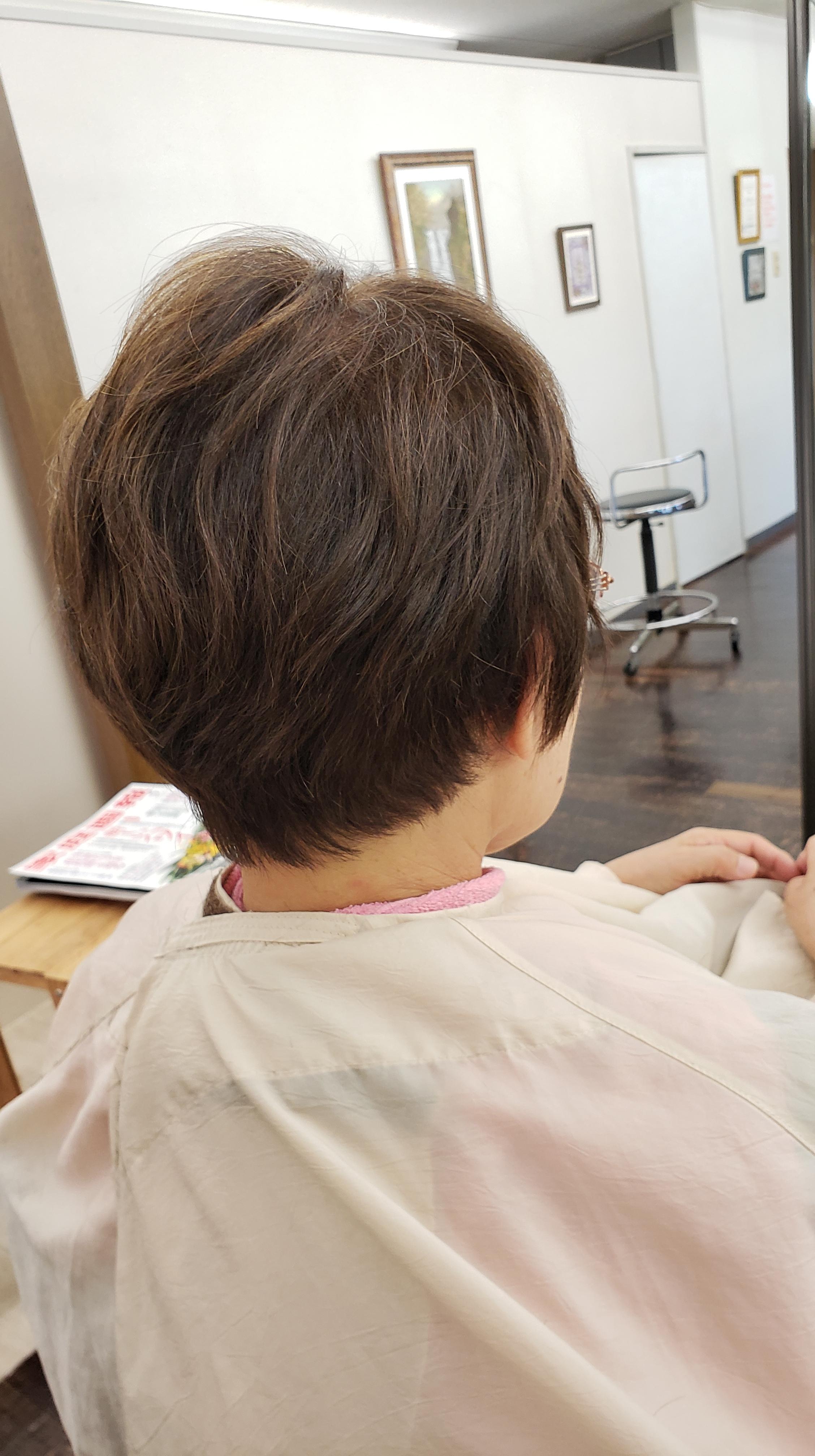 くせ毛カット専門美容師 イズブチです。